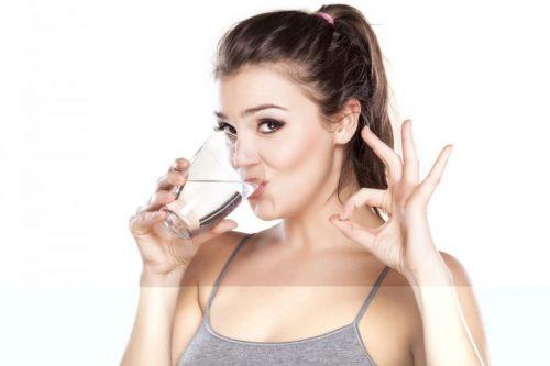 Uống nước đúng cách giúp giảm cân