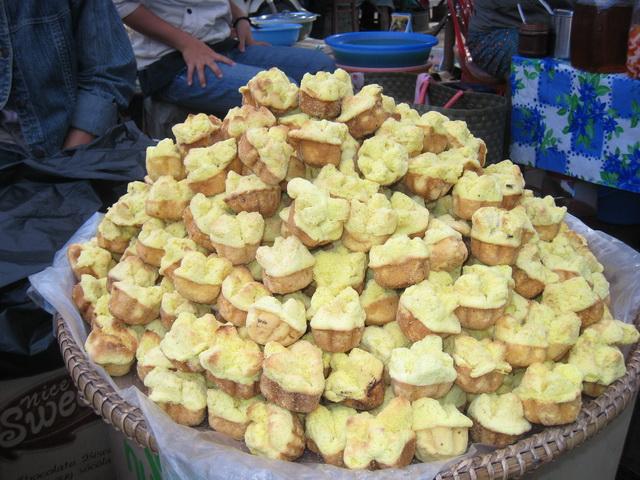 Bánh thuẫn được bày bán khắp các khu chợ ở Quảng Nam