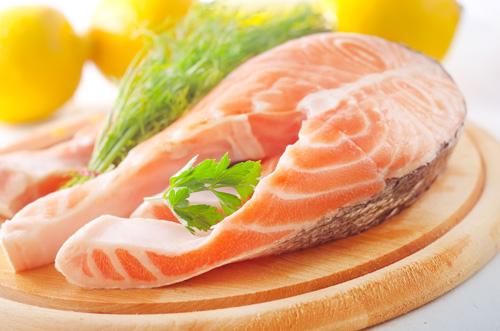 Các dưỡng chất trong cá hồi giúp ngăn ngừa rụng tóc