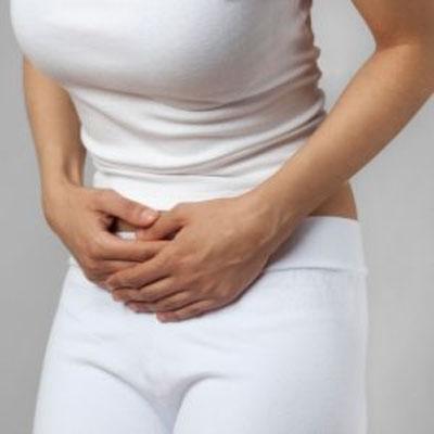 Đau bụng cũng là một trong những tác dụng phụ của nấm lim xanh