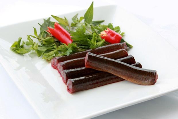 Lươn được rửa sạch sắt khúc trước khi chế biến