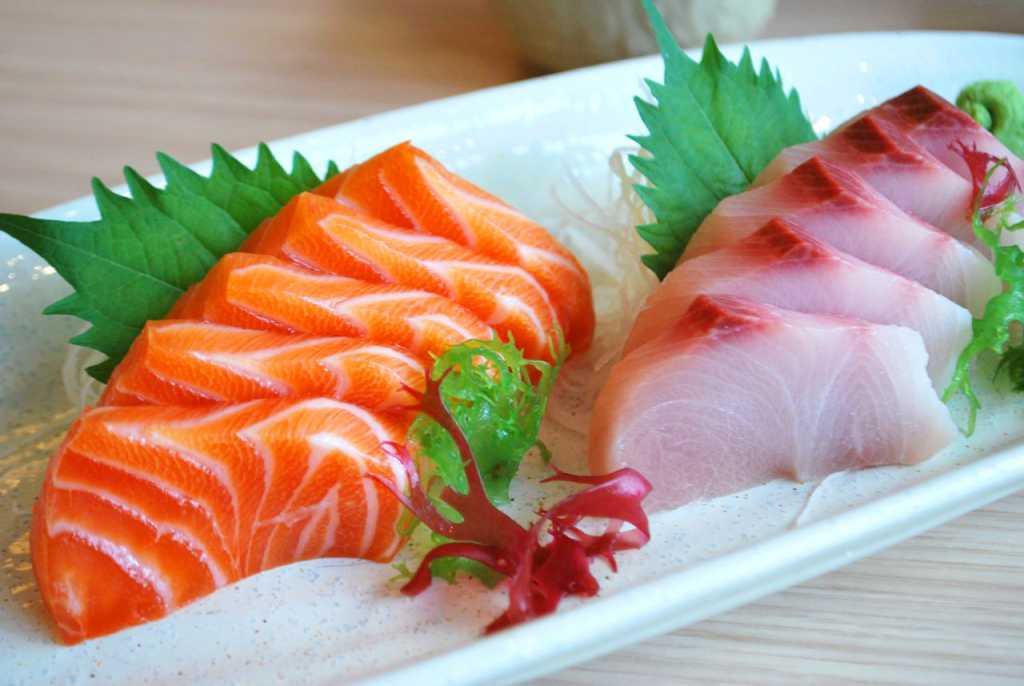 Cá hồi là một trong những loại thực phẩm giúp điều trị mỡ máu cao hiệu quả