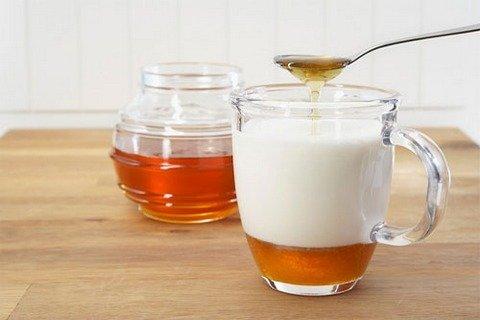 Sử dụng sữa và mật ong chữa bệnh tắc kinh