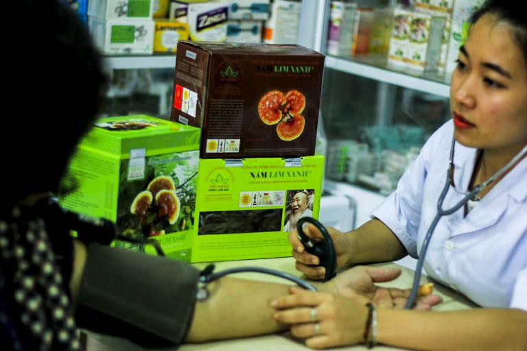 Nấm lim xanh hỗ trợ điều trị cao huyết áp hiệu quả, đặc biệt ở người cao tuổi.