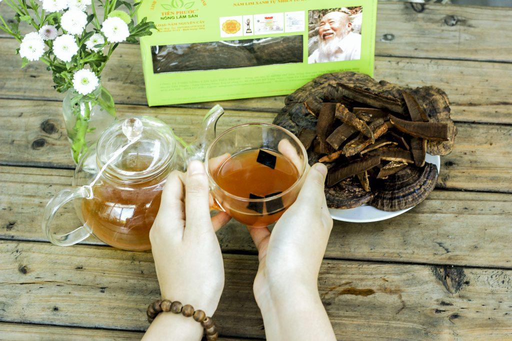 Uống nấm lim rừng hỗ trợ điều trị ung thư hạch hiệu quả.