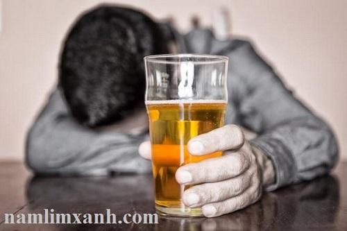 Tiêu thụ ít bia rượu- giảm nguy cơ mắc bệnh ung thư tiền liệt tuyến