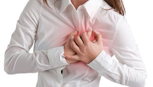 Đau ngực có thể là dấu hiệu của bệnh tim mạch