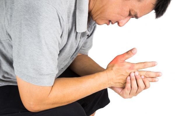 Bệnh gout gây ra những cơn đau dữ dội cho người bệnh